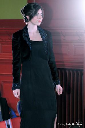 Robe en georgette de soie et boléro velours noir et dentelle bleu canard