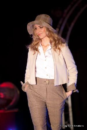 Tailleur pantalon laine beige et prince de Galles