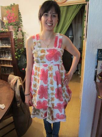 Et voilà une petite robe d'été qui a changé de look et qui ne dormira plus au fond du placard!!!