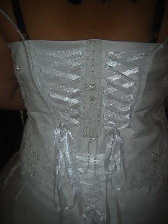 Robe de mariage, j'ai fait un Triple laçage agrandissement de 4 tailles.