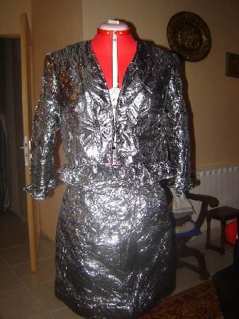 Tailleur tissu froisée brillant<br /> Jupe + veste