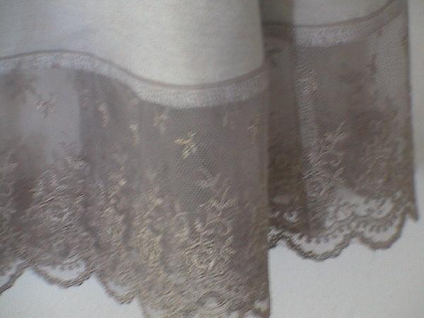 retouche sur bas d'une robe pose de dentelle