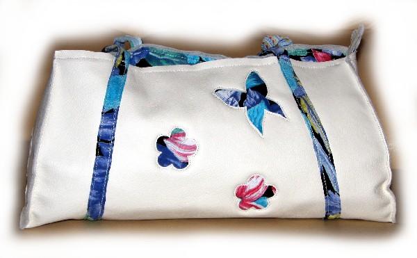 Sac à main en cuir blanc doublé tissu multicolore, fleurs et papillons
