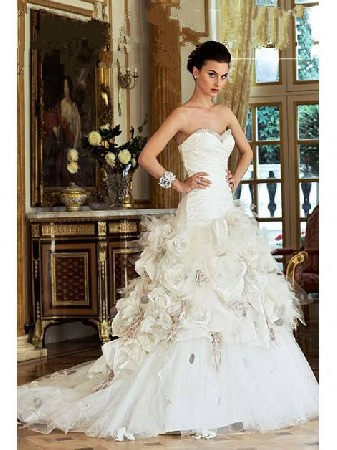 Vous aimez l'esprit couture alors voici une robe toute en élégance et romantique à souhait.<br /> <br />