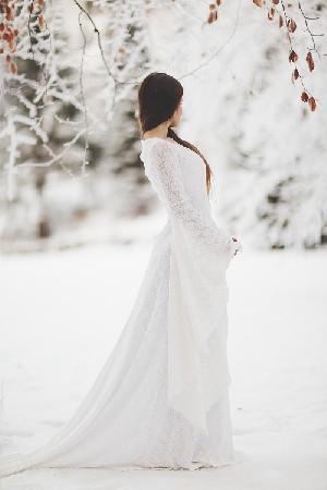 Comme Galadriel dans le seigneur des anneaux, optez pour une robe qui vous donnera un air de majesté indéniable, une très solennelle prestance et du  magnétisme .