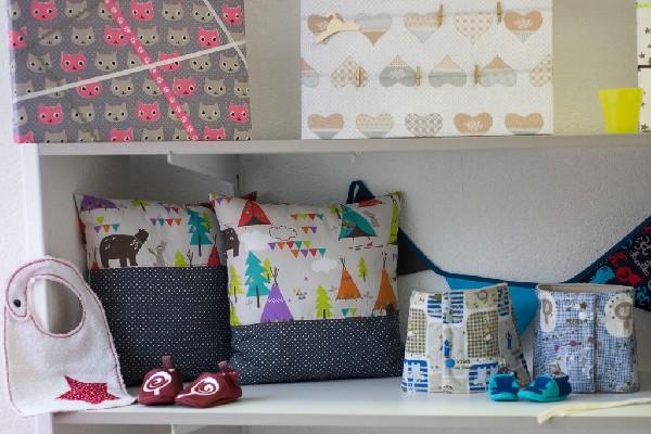 Quelques exemples de créations : chaussons pour bébé, coussins, tours de cou, décorations