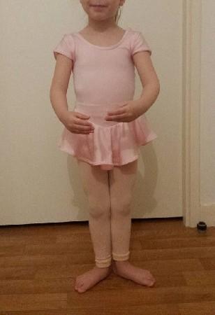 Petite Tunique de danse Classique manche courtes,rose Clair, jupette intégrée pour petite danseuse.<br /> confectionnée en Lycra rose, élastique souple à l'encolure.<br /> Modèle créé pour le club de Danse de Ris Orangis (91)