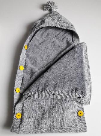Nid d'ange en laine tricoté mains doublé polaire.