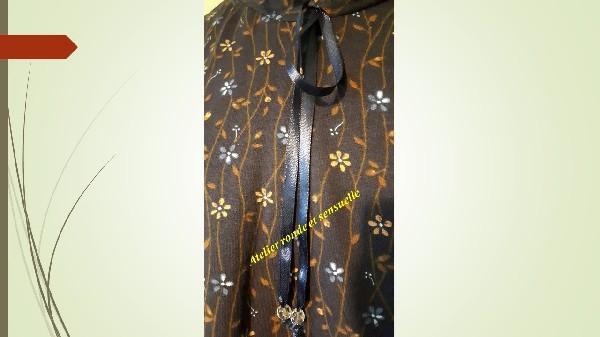 Tee-shirt &quot;Fleurette&quot; taille 48<br /> Prix 29.50 euros livraison offerte <br /> Tour de poitrine 112 cm<br /> Hauteur 67 cm<br /> Longueur manche sous bras-poignet 48 cm<br /> -Mati&egrave;re 100% molleton